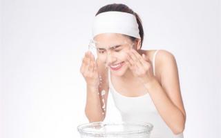 Áp dụng 4 cách chăm sóc da dầu sau khi ngồi máy tính quá lâu